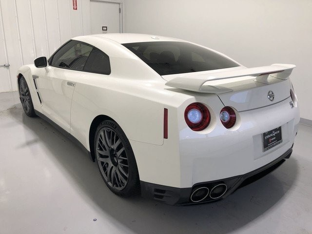 Pre-Owned 2016 Nissan GT-R Premium